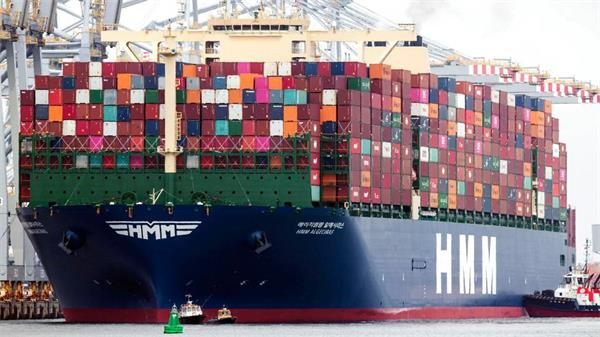 Exporters Face Hardships as Freight Rates of Shipping Containers Soar(1)
